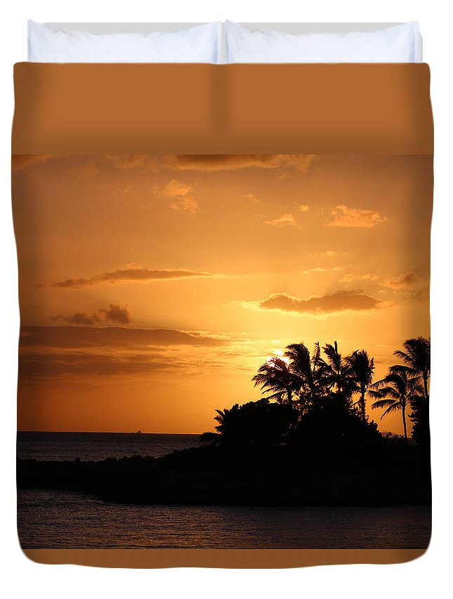 Sunset Duvet Cover featuring the photograph Oahu Sunset by Kevin Willms