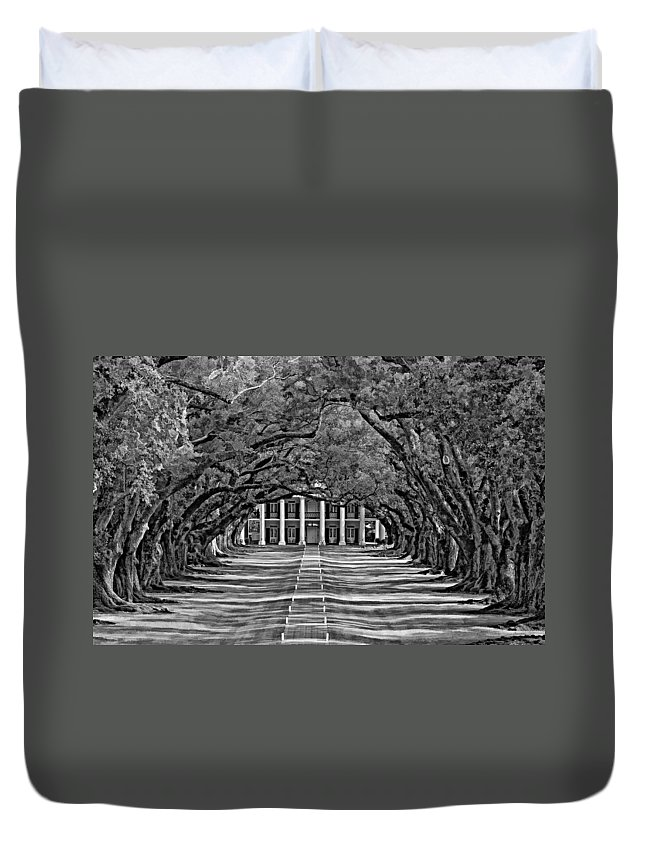 Oak Alley Plantation Duvet Cover featuring the photograph Oak Alley Bw by Steve Harrington