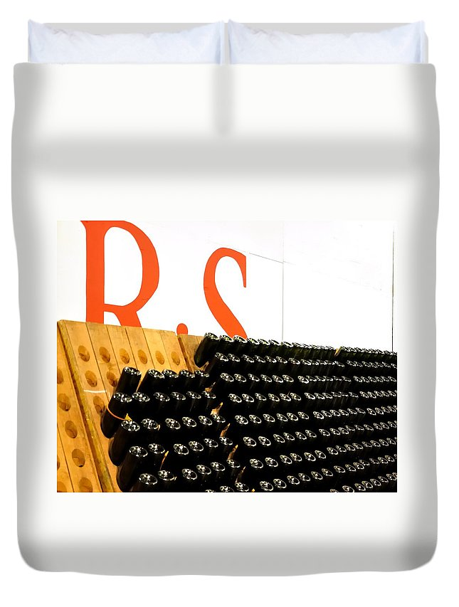 Mcminville Duvet Cover featuring the photograph R Stuart Wine 21126 by Jerry Sodorff