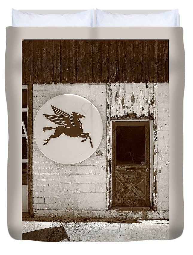 66 Duvet Cover featuring the photograph Route 66 - Rusty Mobil Station by Frank Romeo