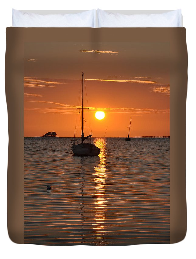 Sailor's Duvet Cover featuring the photograph Sailor's Delight by Bill Cannon