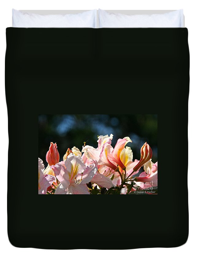 Flower Duvet Cover featuring the photograph Simply Vibrant by Susan Herber