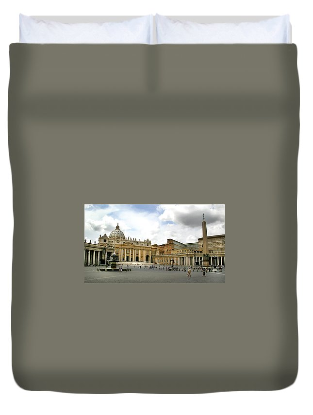 Kg Duvet Cover featuring the photograph St. Peter's Square by KG Thienemann