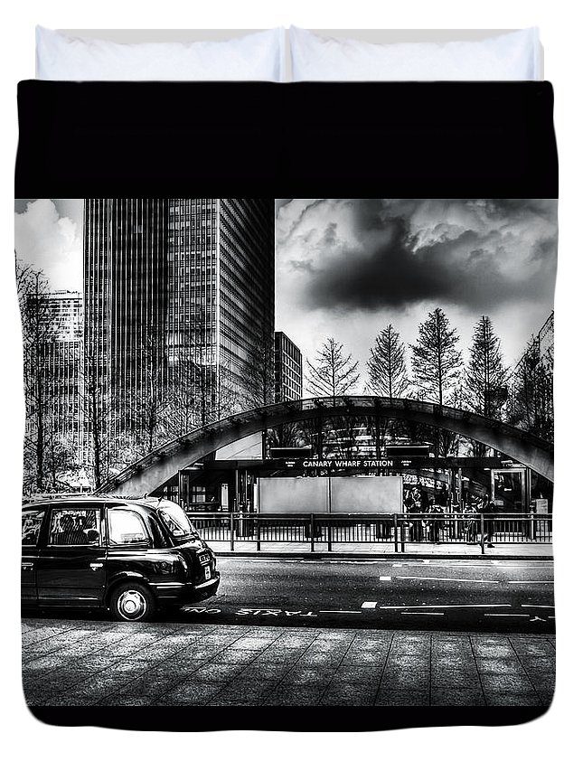 Taxi Taxis Duvet Cover featuring the photograph Taxi At Canary Wharf by David Pyatt