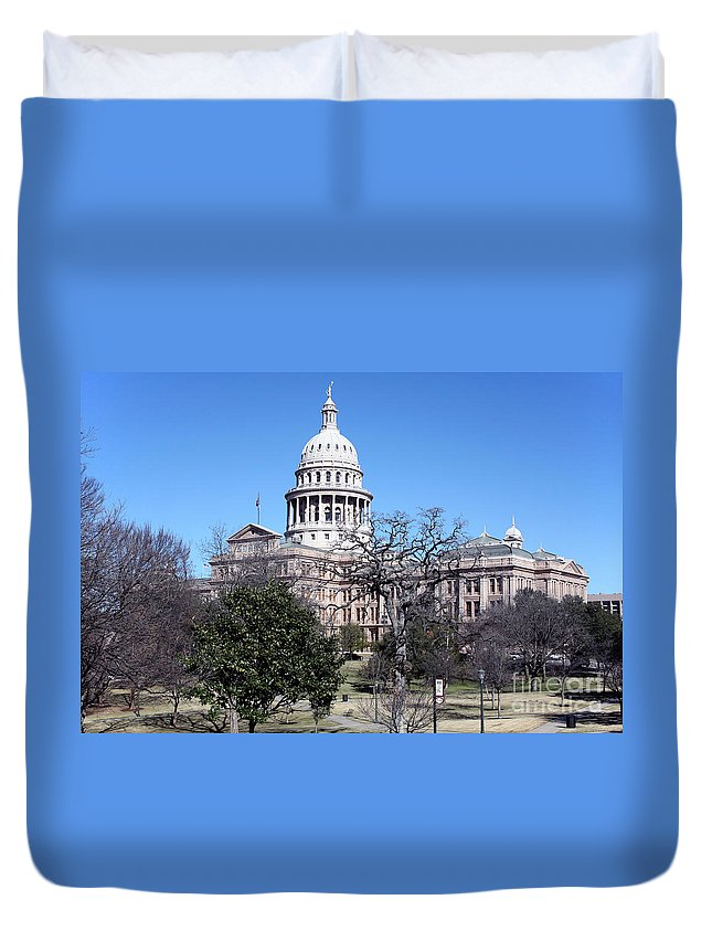 Capitol Building Duvet Cover featuring the photograph Texas State Capitol by Bill Cobb