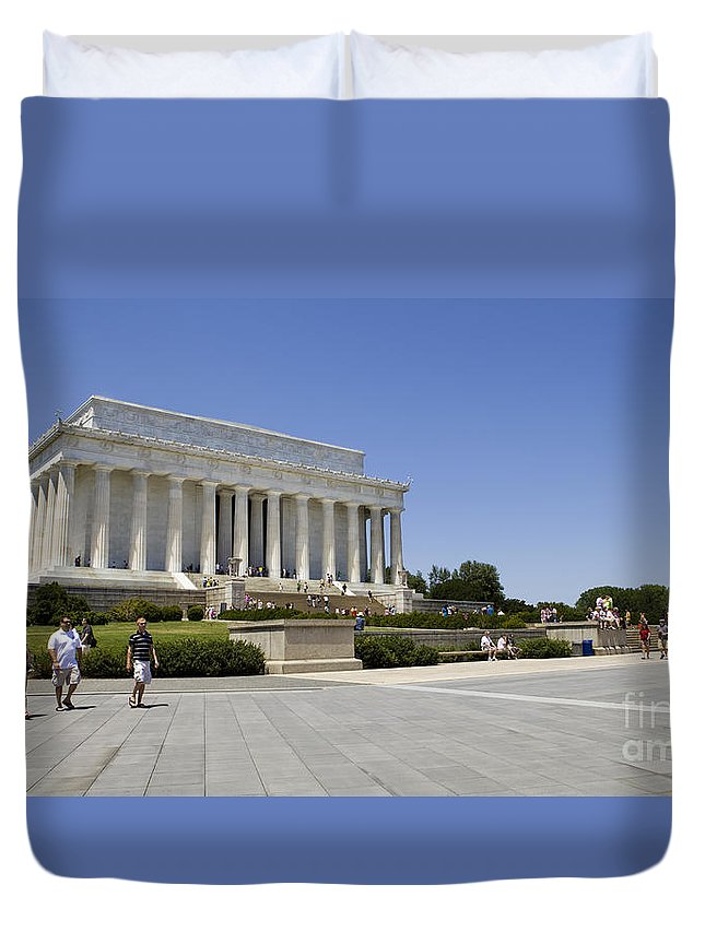 Abraham Duvet Cover featuring the photograph Visitors At The Lincoln Memorial by B Christopher