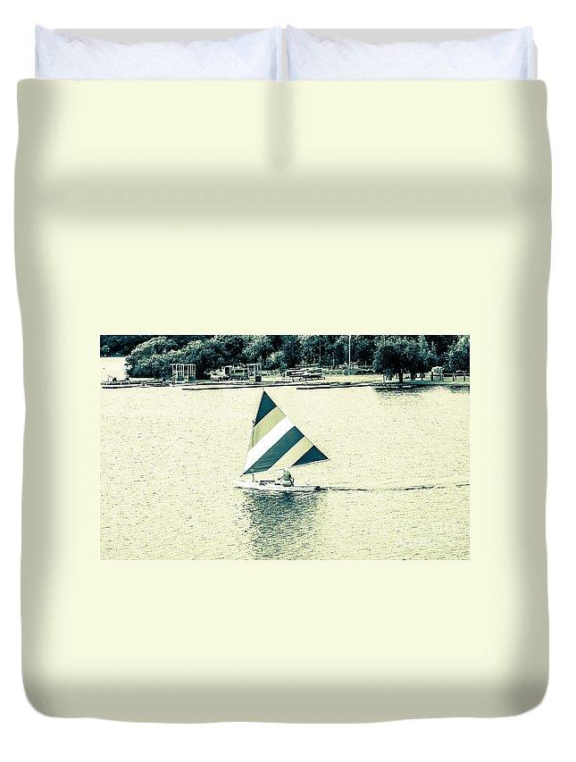 Lak Sail Duvet Cover featuring the photograph Wascana-20 by David Fabian