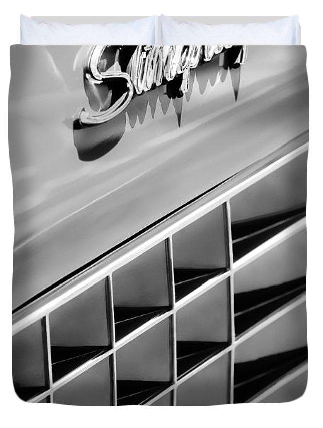 1972 Chevrolet Corvette Stingray Emblem Duvet Cover featuring the photograph 1972 Chevrolet Corvette Stingray Emblem by Jill Reger