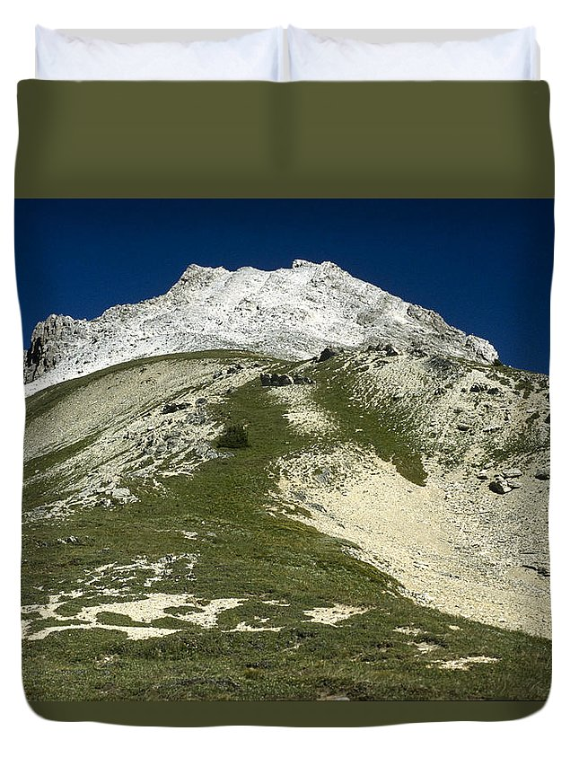 Americas Duvet Cover featuring the photograph Kindersley Pass by Roderick Bley