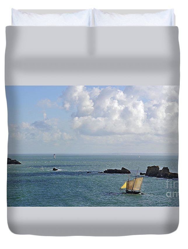 Sailing Boat Duvet Cover featuring the photograph 110714p207 by Arterra Picture Library