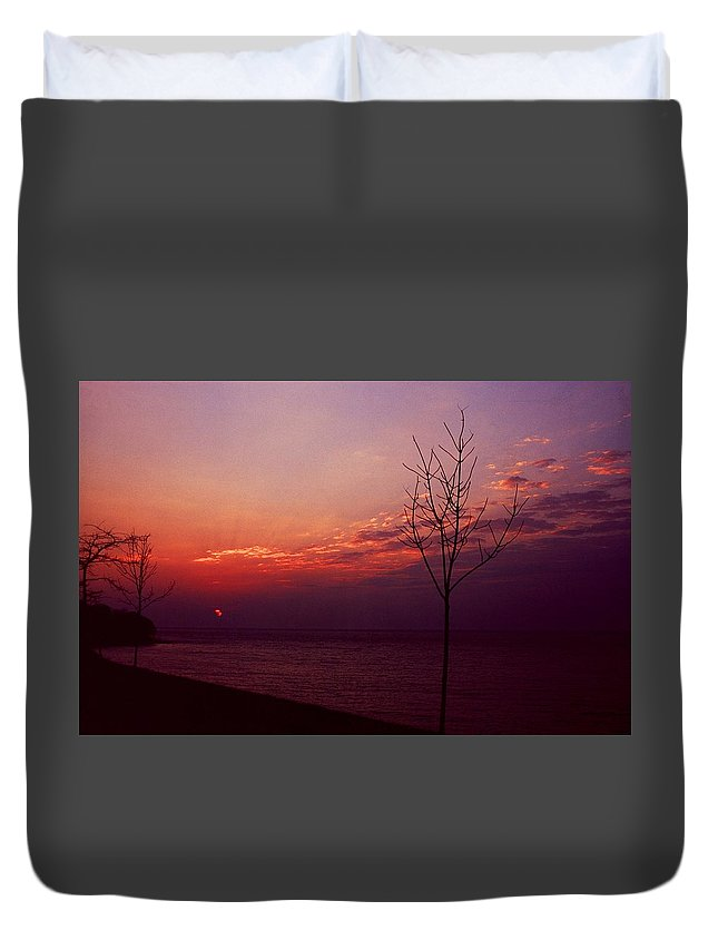 Sunset Duvet Cover featuring the photograph 112601-20 by Mike Davis