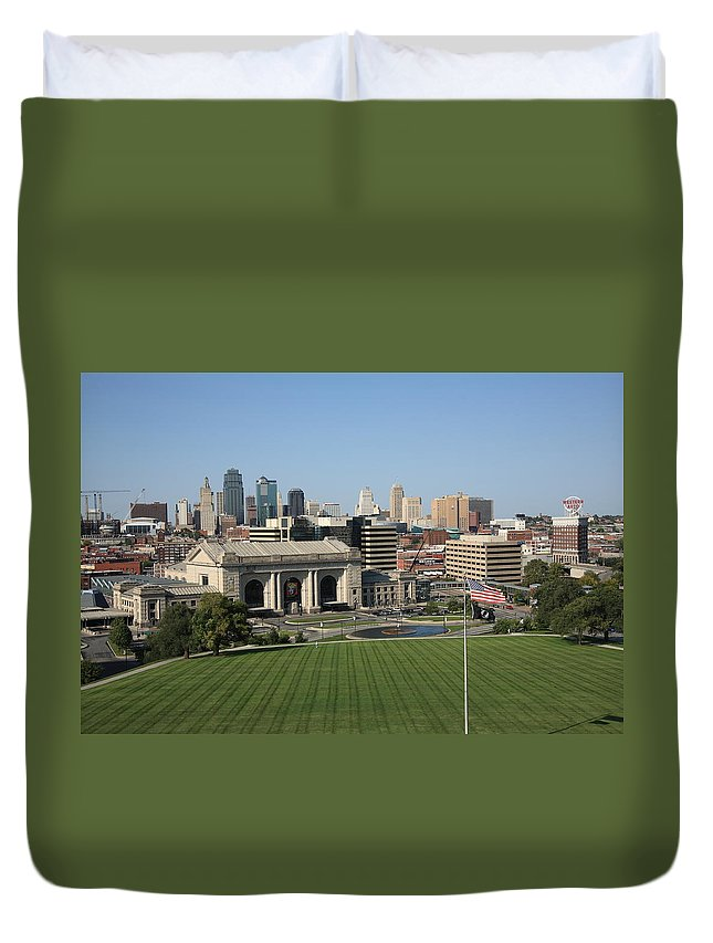 America Duvet Cover featuring the photograph Kansas City Skyline by Frank Romeo