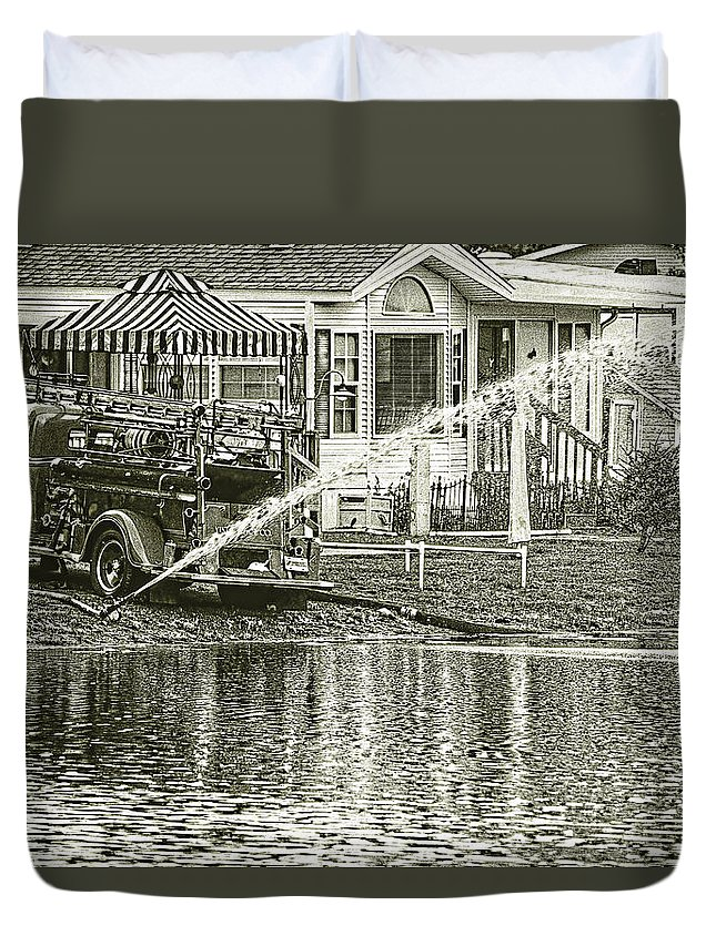 Black And White Fire Truck Duvet Cover featuring the photograph 1939 Fire Truck by Melvin Busch