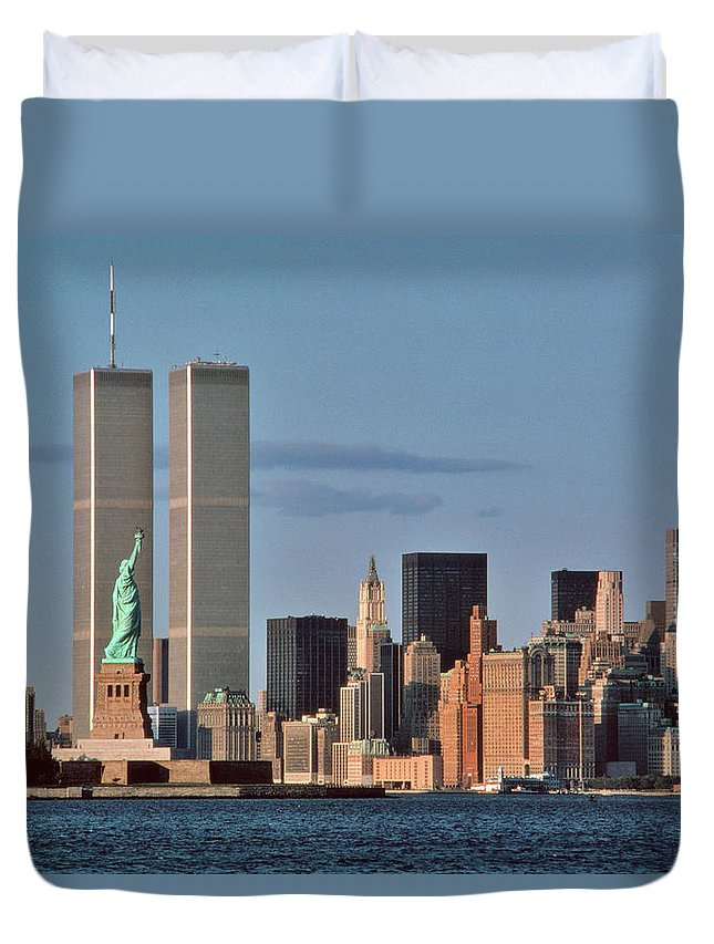 Photography Duvet Cover featuring the photograph 1980s Statue Of Liberty And Twin Towers by Vintage Images