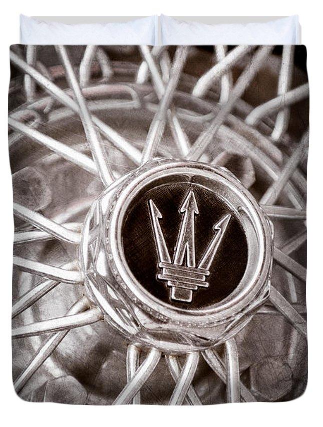 1972 Maserati Ghibli 4.9 Ss Spyder Wheel Emblem Duvet Cover featuring the photograph 1972 Maserati Ghibli 4.9 Ss Spyder Wheel Emblem by Jill Reger