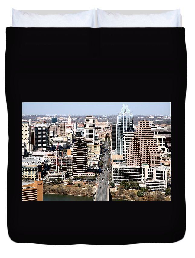 Capitol Building Duvet Cover featuring the photograph Congress Avenue by Bill Cobb