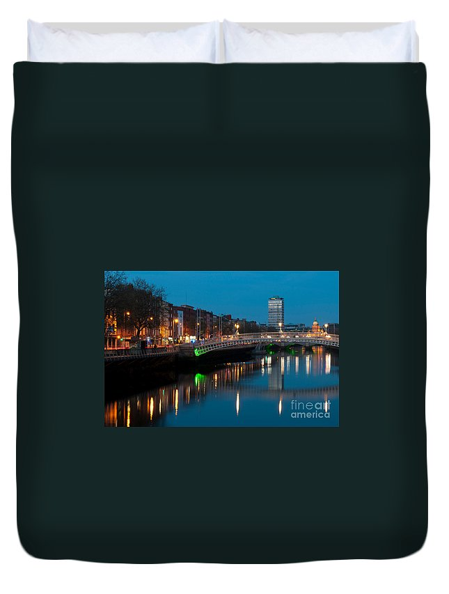 Dublin Duvet Cover featuring the photograph Dublin At Night by Luis Alvarenga