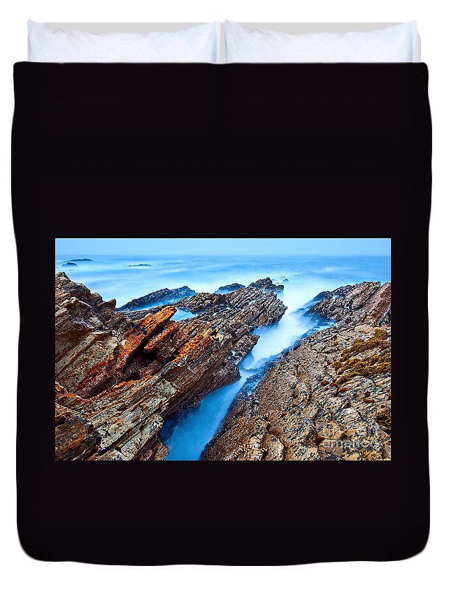 Montana De Oro Duvet Cover featuring the photograph Eternal Tides - The Strange Jagged Rocks And Cliffs Of Montana De Oro State Park In California by Jamie Pham