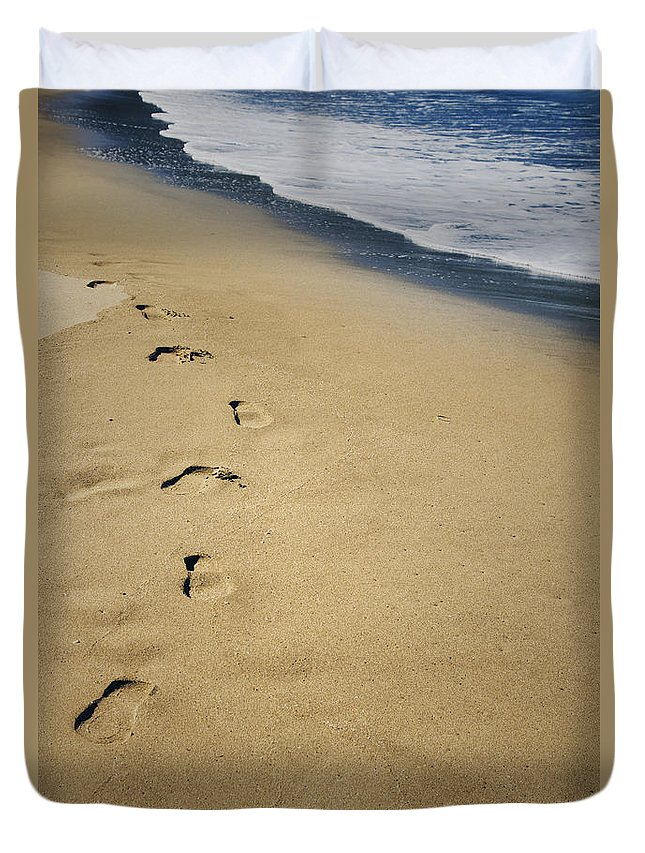 Sand Duvet Cover featuring the photograph Footprints by Les Cunliffe