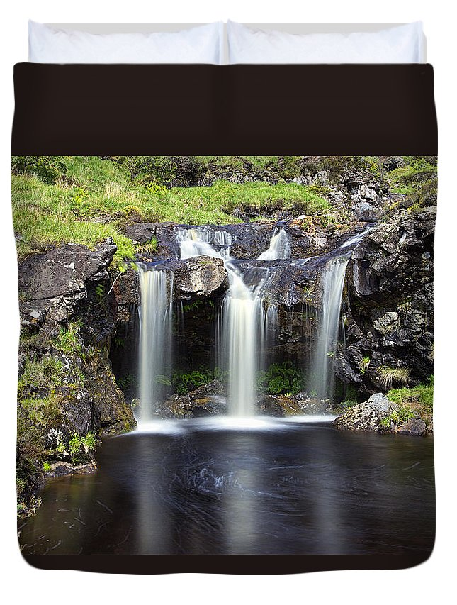 Glen Duvet Cover featuring the photograph Glen Brittle by David Pringle