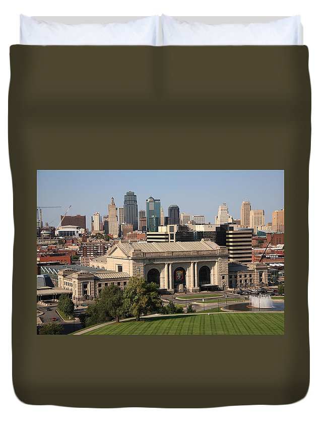 America Duvet Cover featuring the photograph Kansas City Skyline by Frank Romeo