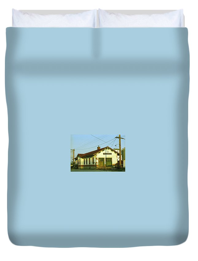 Villisca Ia Duvet Cover featuring the photograph Villisca Train Depot by Edward Peterson
