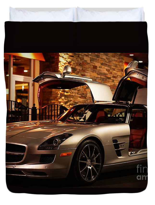 2011 Duvet Cover featuring the photograph 2011 Mercedes-benz Sls Amg Gullwing by Ronald Chacon