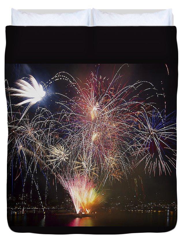 2013 Independence Day Fireworks Display On Portland Oregon Water Duvet Cover