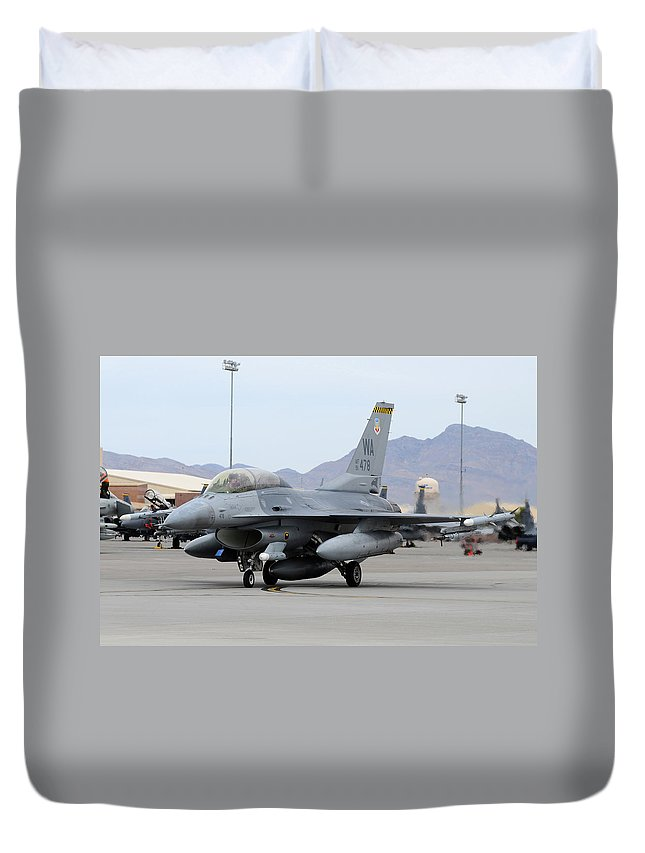 Nellis Air Force Base Duvet Cover featuring the photograph A U.s. Air Force F-16c Fighting Falcon by Riccardo Niccoli