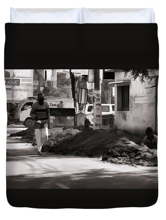 Banner Duvet Cover featuring the photograph Digging A Ditch At The Side Of A Road In Roorkee by Ashish Agarwal