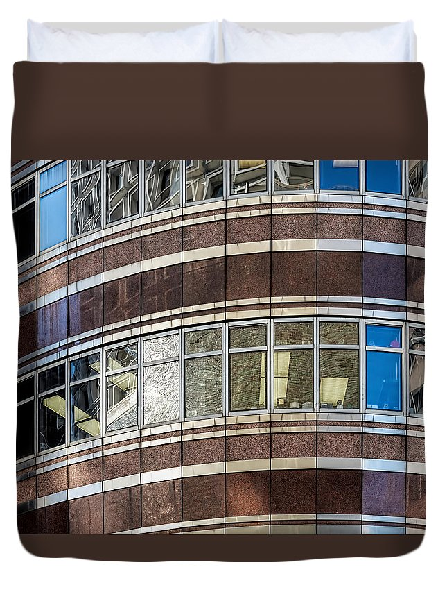 1986 Duvet Cover featuring the photograph Lipstick Building by Kenneth Grant