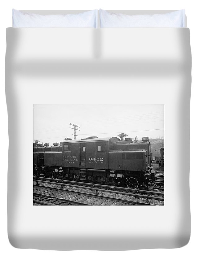 1904 Duvet Cover featuring the photograph New York Central Railroad by Granger
