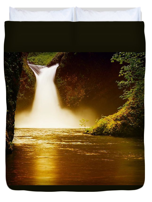 Waterfalls Duvet Cover featuring the photograph Upper Punch Bowl Falls by Jeff Swan