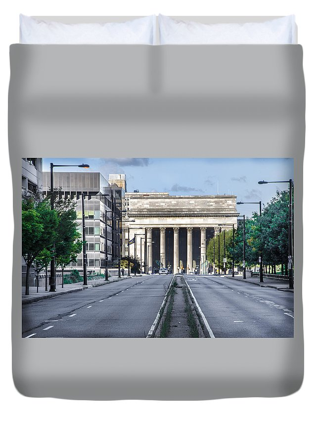 30th Duvet Cover featuring the photograph 30th Street Station From Jfk Blvd by Bill Cannon