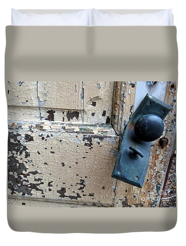 Door Duvet Cover featuring the photograph Untitled by Ed Weidman