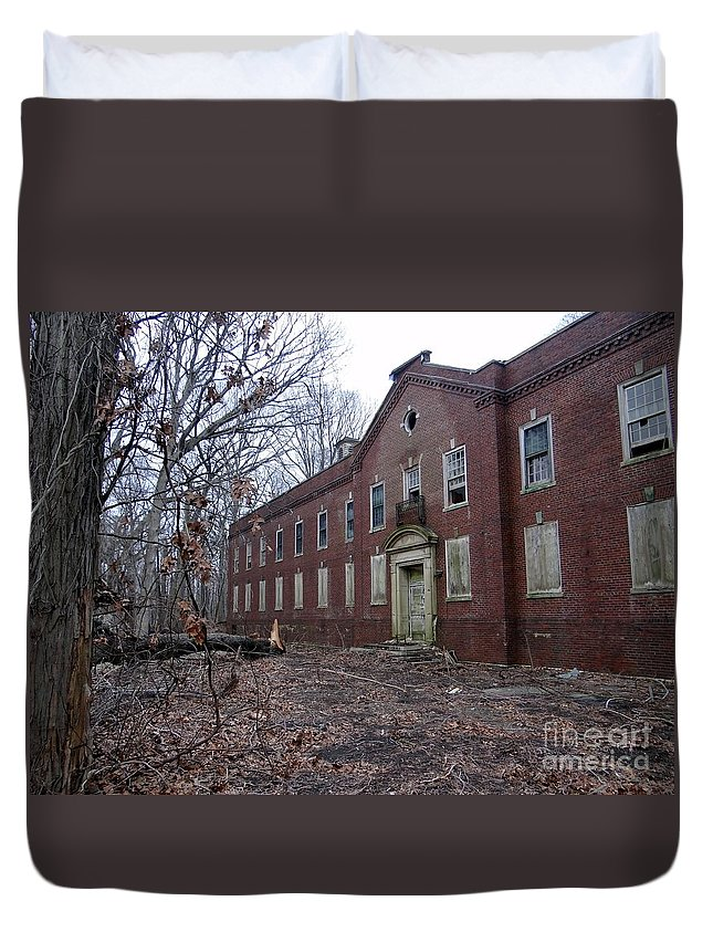 Kings Park Psychiatric Center Duvet Cover featuring the photograph Untitled by Ed Weidman
