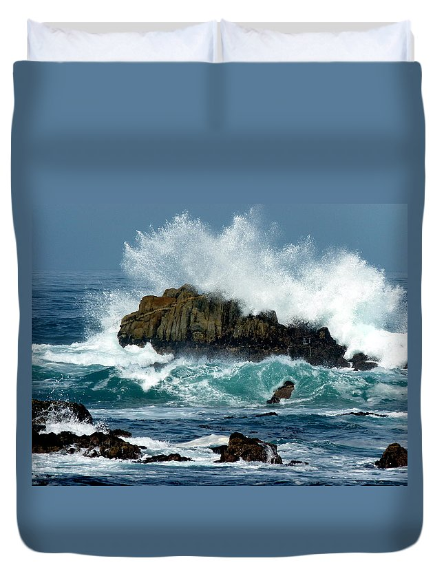 Crashing Wave Duvet Cover featuring the photograph Crashing Wave by Jeff Lowe