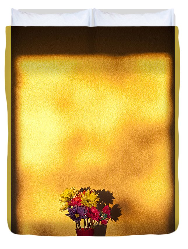 Art Duvet Cover featuring the photograph Daisies In A Vase On Shelf by Jim Corwin