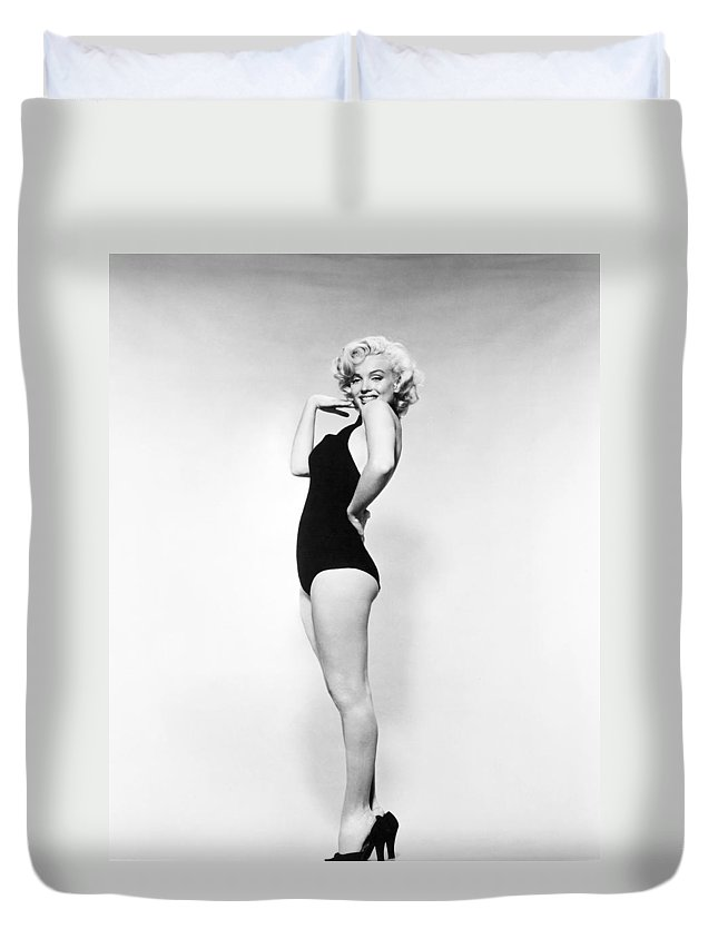 20th Century Duvet Cover featuring the photograph Marilyn Monroe by Granger
