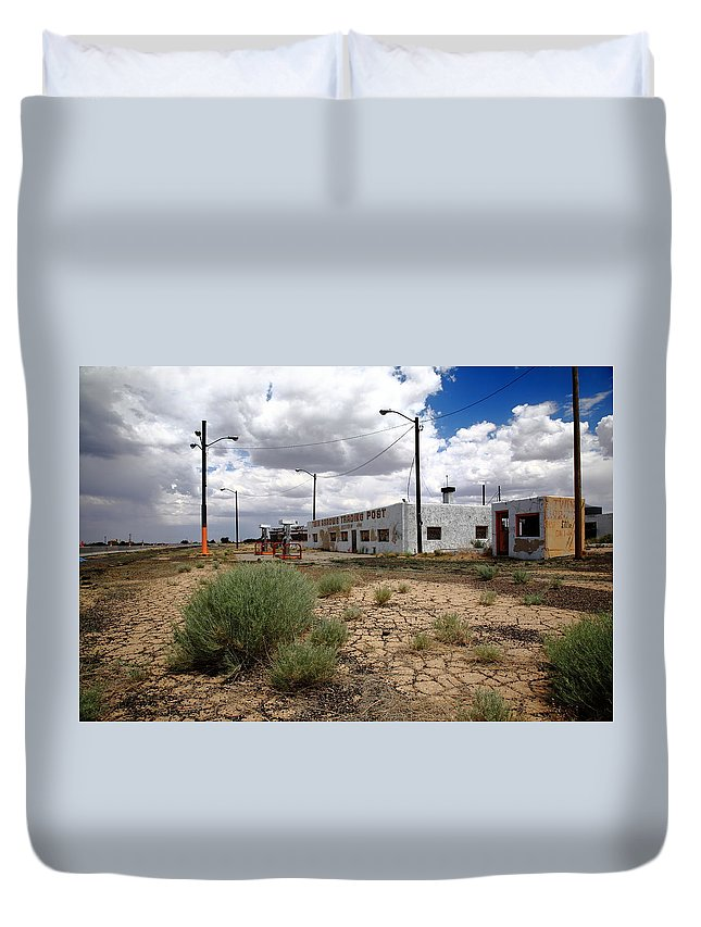 66 Duvet Cover featuring the photograph Route 66 - Twin Arrows Trading Post by Frank Romeo