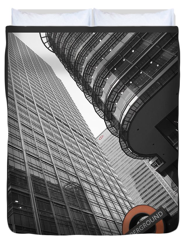 Abstract Duvet Cover featuring the photograph Canary Wharf London by David Pyatt
