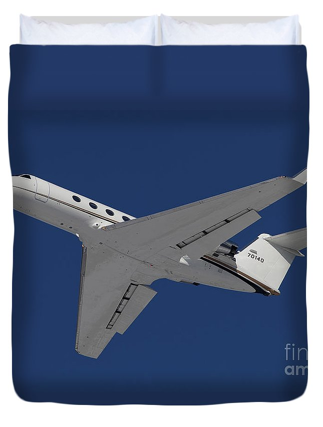 Aircraft Duvet Cover featuring the photograph A C-20 Gulfstream Jet In Flight by Timm Ziegenthaler