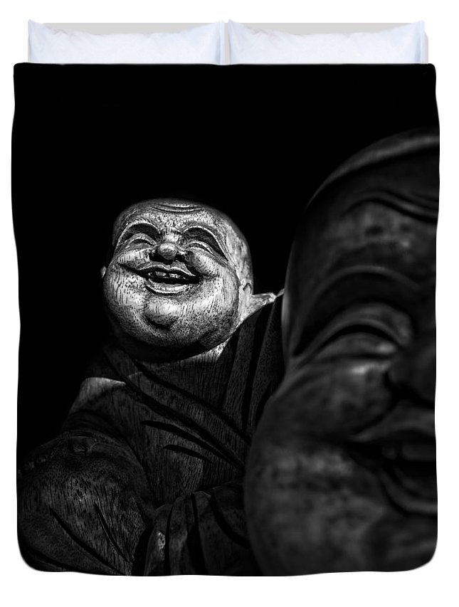 Christopher Holmes Photography Duvet Cover featuring the photograph A Smile On The Shoulder - Bw by Christopher Holmes