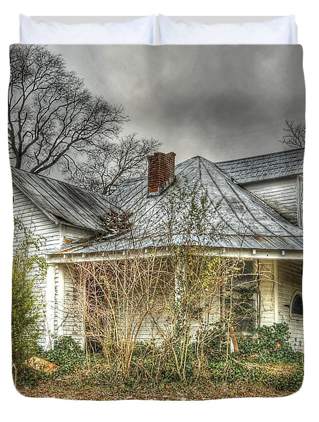 Abandoned House Duvet Cover featuring the photograph Abandoned And Forgotten by Brett Engle