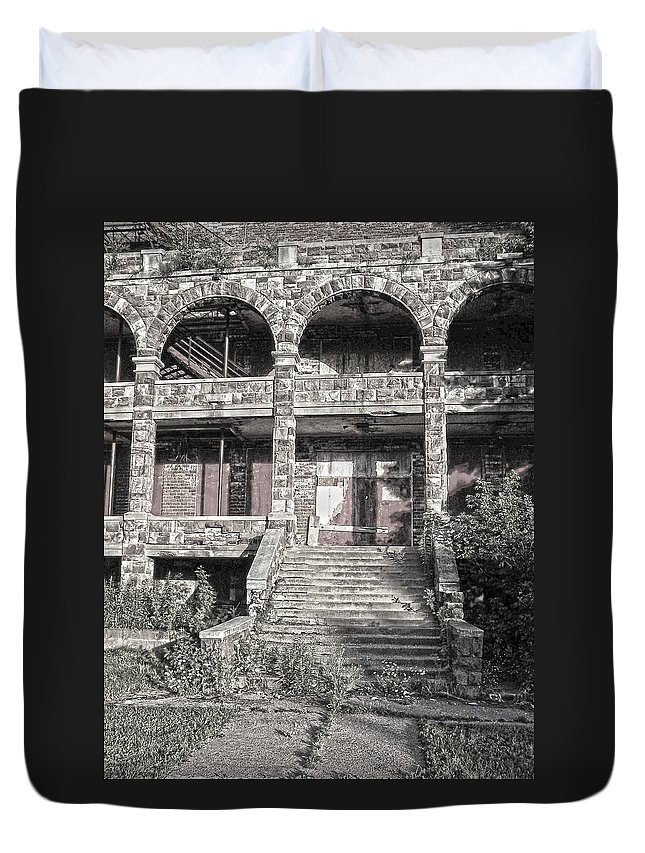 Building Duvet Cover featuring the photograph Abandoned Building by Phil Perkins