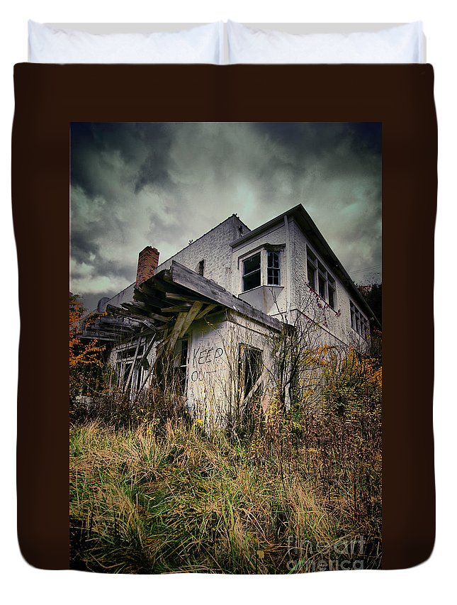 Abandoned Duvet Cover featuring the photograph Abandoned Hotel Hdr by Amy Cicconi