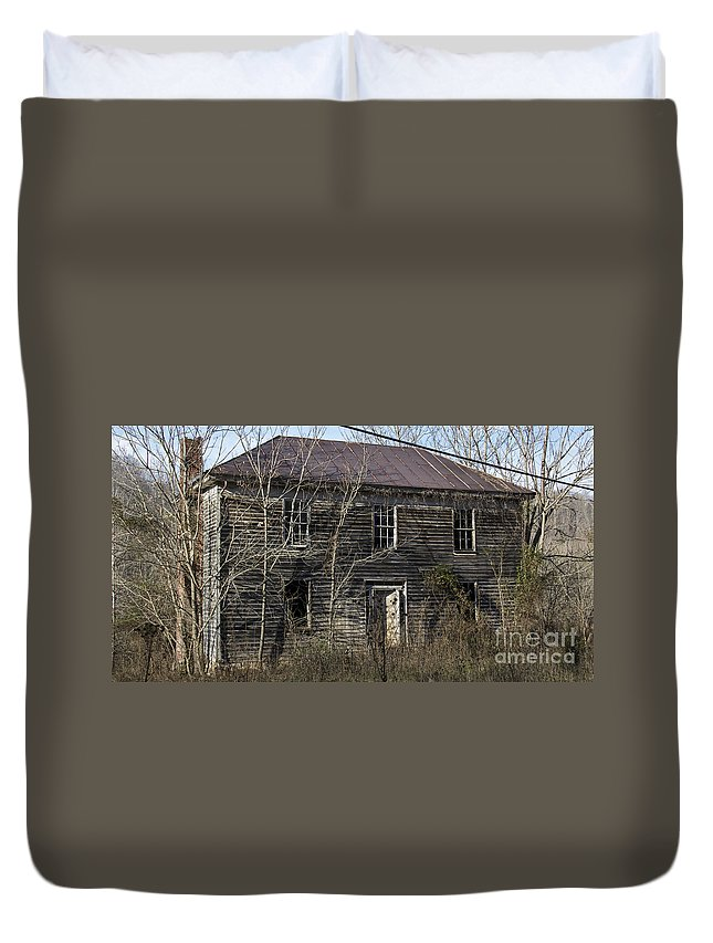 Abandoned Duvet Cover featuring the photograph Abandoned Mansion by Teresa Mucha