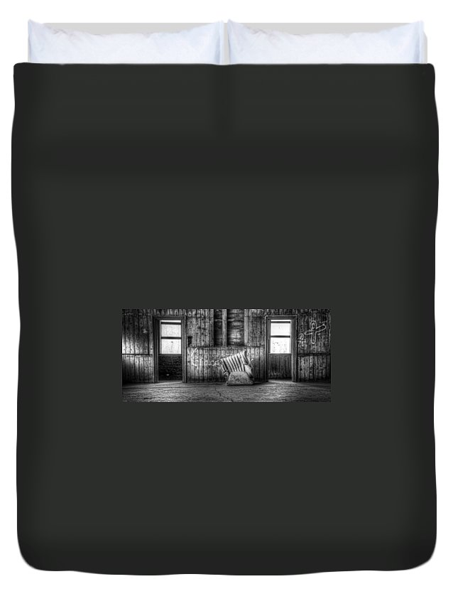 Hdr Duvet Cover featuring the photograph Grace by Scott Norris