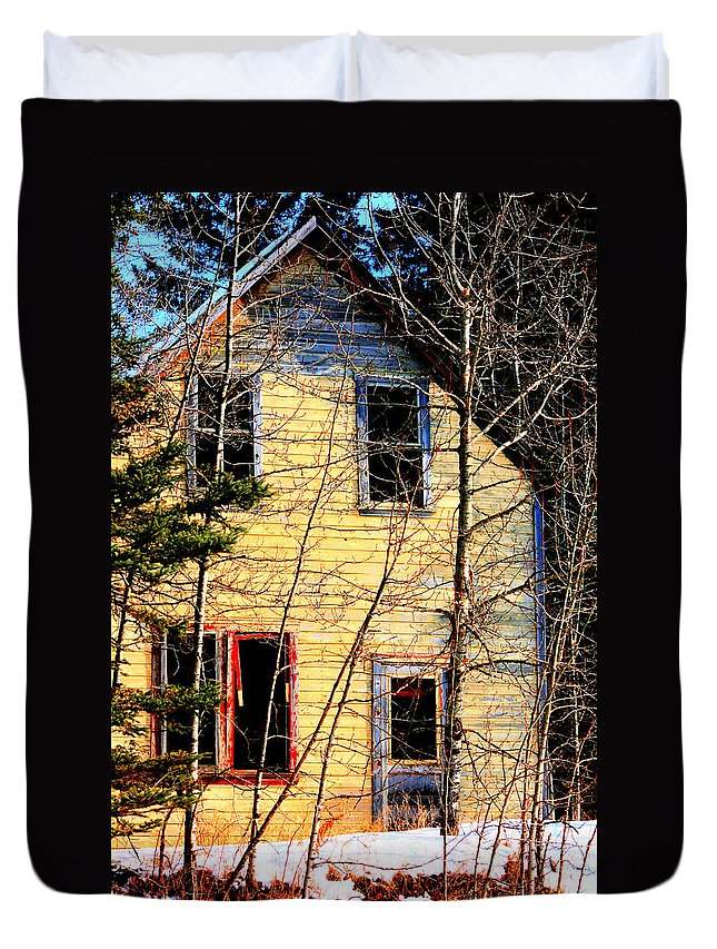 Old Abandoned Farm House Duvet Cover featuring the photograph Abandoned Yellow House by Andrea Lawrence