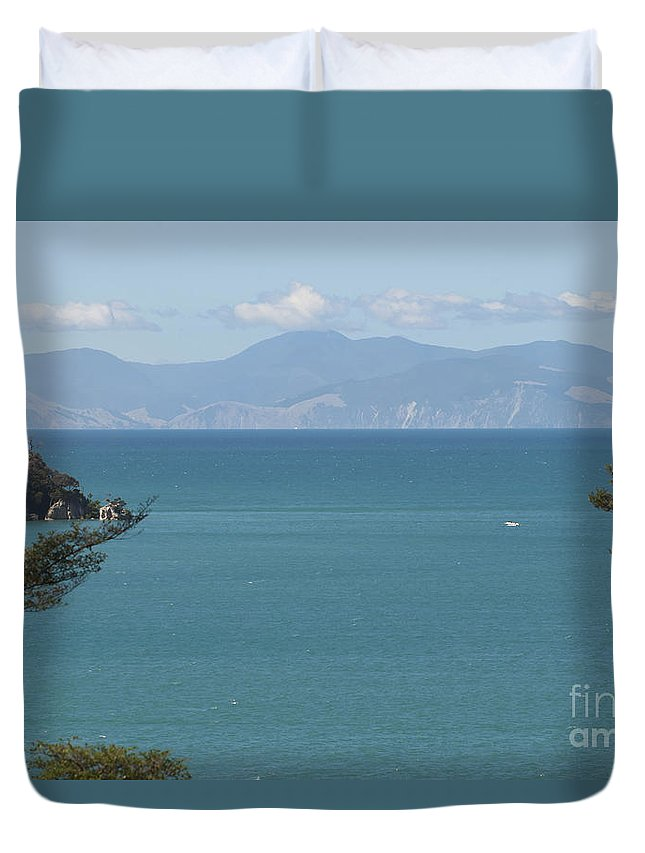 Abel Tasman Split Apple Rock Bay In New Zealand. Ocean Duvet Cover featuring the photograph Abel Tasman Split Apple Bay New Zealand by Loriannah Hespe